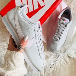 NWT Nike Cortez Rare Floral Platinum